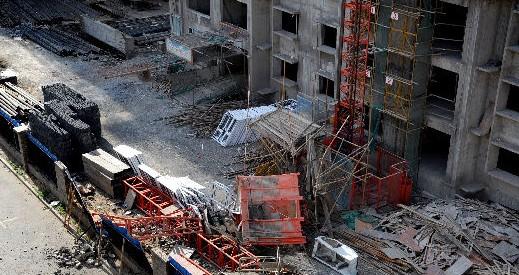 乌鲁木齐:一工地电梯脱轨坠下 4人死亡1人重伤